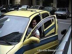 Americando mamando no pau do taxista Brasileiro