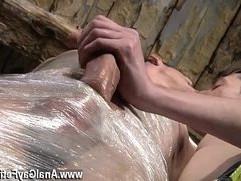 Twink video Horny fellow Sean McKenzie is already tied up, but Matt